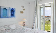 Bedroom with double bed and windowdoor to the garden, Li Conchi 29
