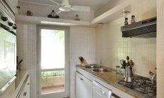 Fully equipped kitchen with terrace access