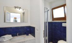 Bathroom 4 with shower