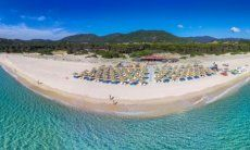Lido Tamatete: Restaurant, Sunbeds and -shades, children's playground, only about 1.5 miles from Li Conchi