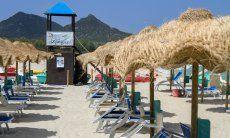 Lifeguard tower of the lido Tamatete on the beach of Cala Sinzias