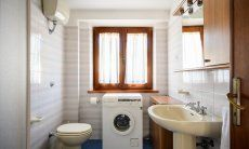 Bathroom 2 with washing maschine