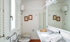Bath west wing with a shower and bidet