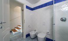 Bathroom  with bidet, toilet and shower, Li Conchi 29