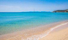 Beach Solanas, 7 km.
