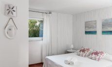 Bedroom with double bed and window to the garden of Su Faru 3 Pula