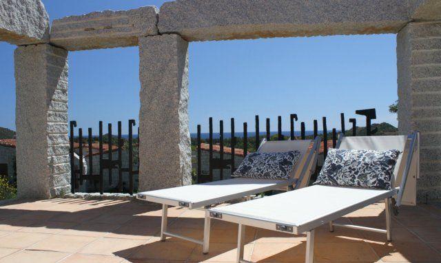 Terrace with sundbeds